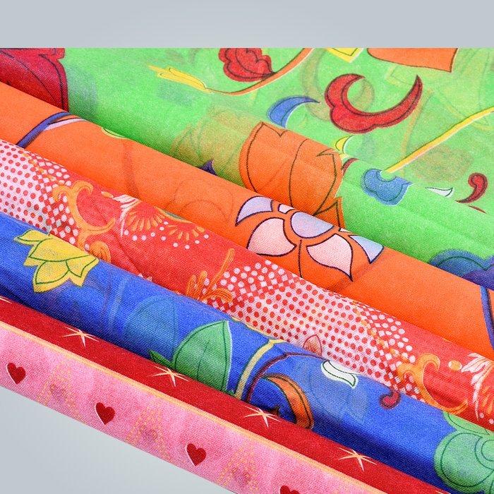 プリント不織布と不織布は、ポリプロピレン素材で作られています
